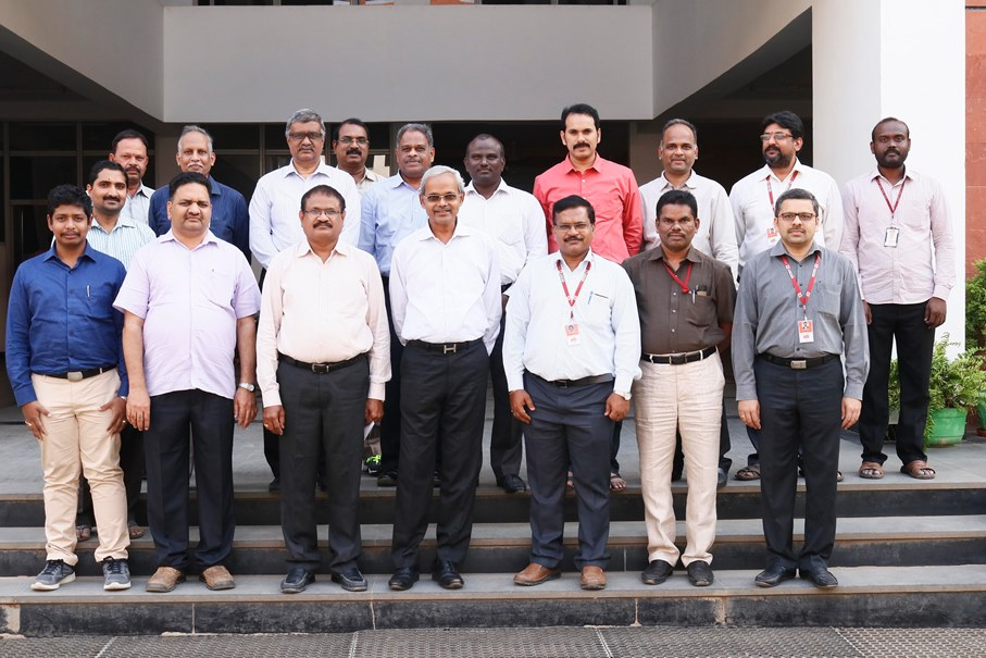 Vasireddy Vidyasagar with VVIT Faculty